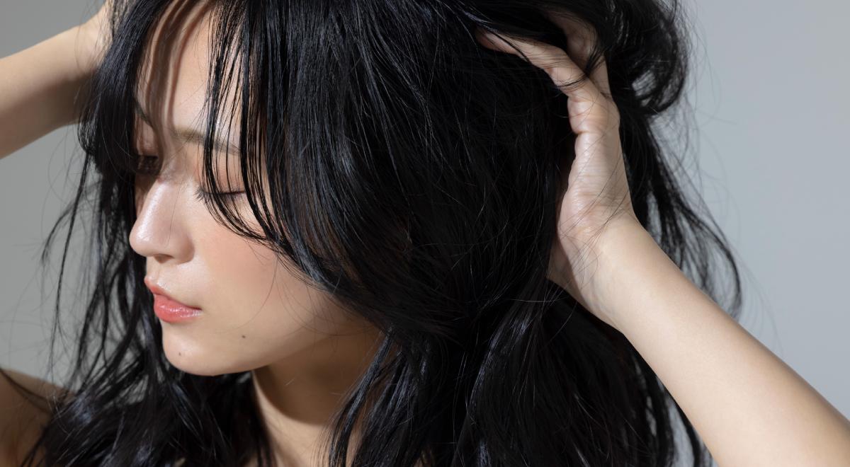 くせ毛の原因は遺伝・生まれつきだけじゃない?
