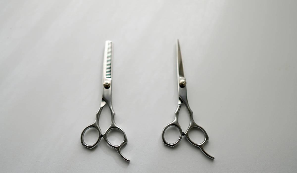 梳きばさみは髪が傷む?