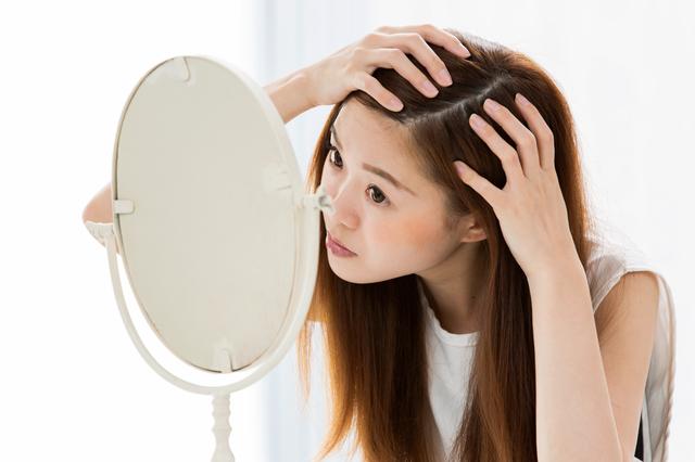 年齢や頭皮の凝りが原因でチリチリしたくせ毛になることもある